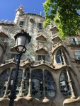 Lamppost in front of Casa Battlo