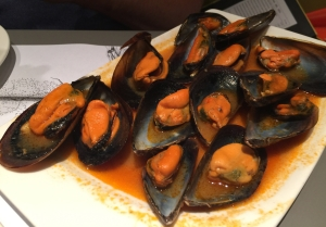 Plate of mussels in a olive oil and tomato sauce